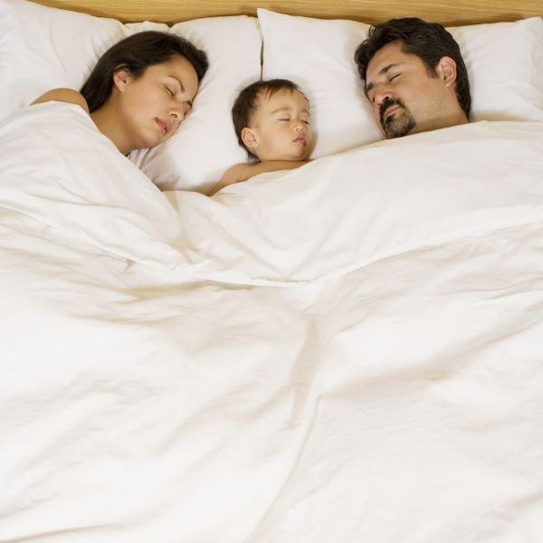 Mon enfant hurle dès que je le couche: que faire?
